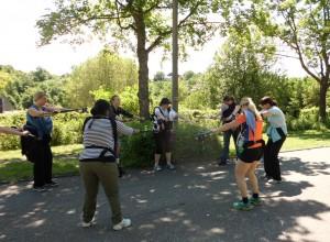 Nordic Walking mit Baby in Weinsberg - Dehnen zum Abschluß des Trainings