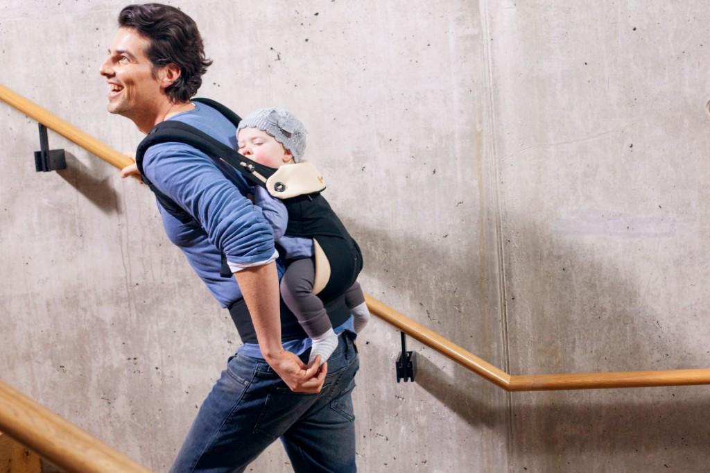 Mit dem ergobaby Carrier 360 Grad kann man auch prima auf dem Rücken tragen