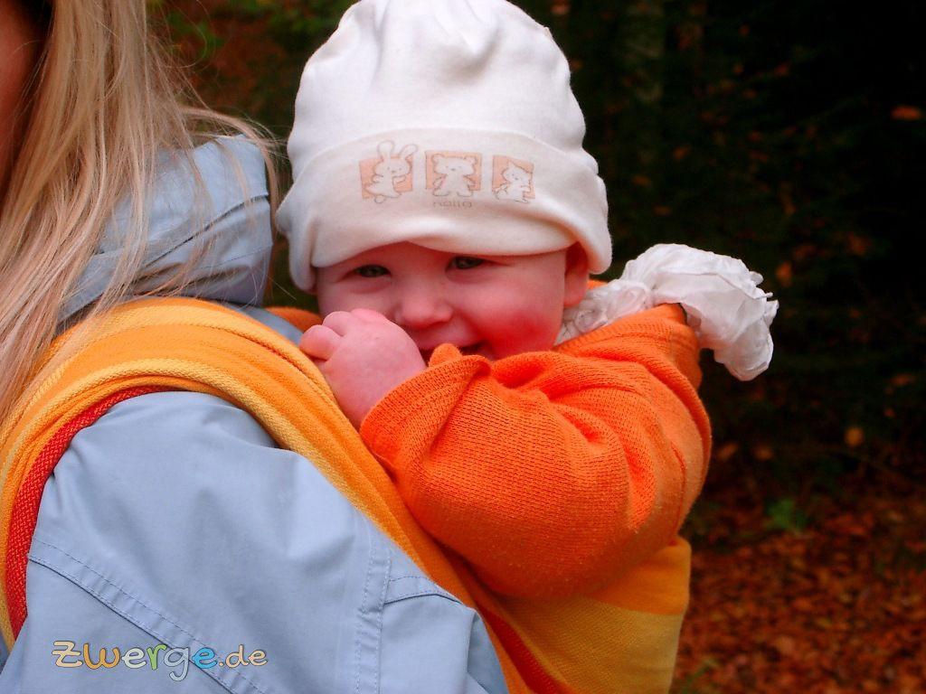 Babys tragen- einfacher Rucksack im Tragetuch