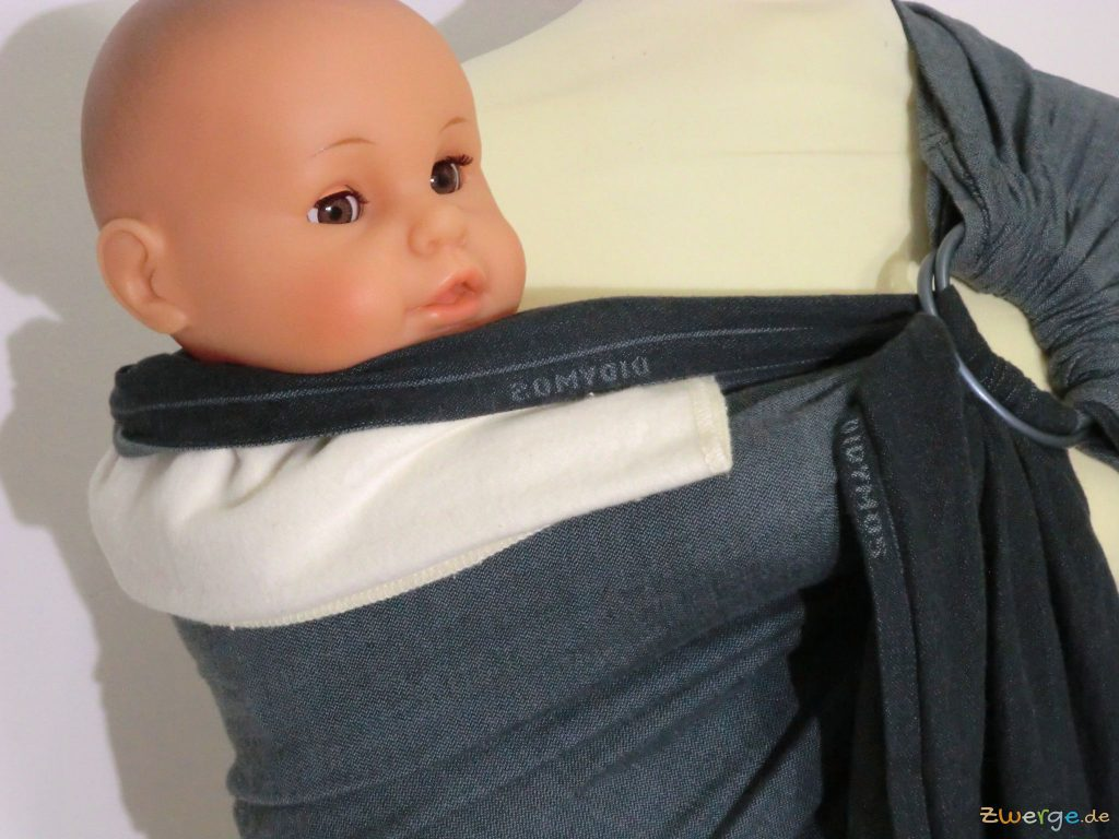 sling mit Moltontuch als Nackenrolle