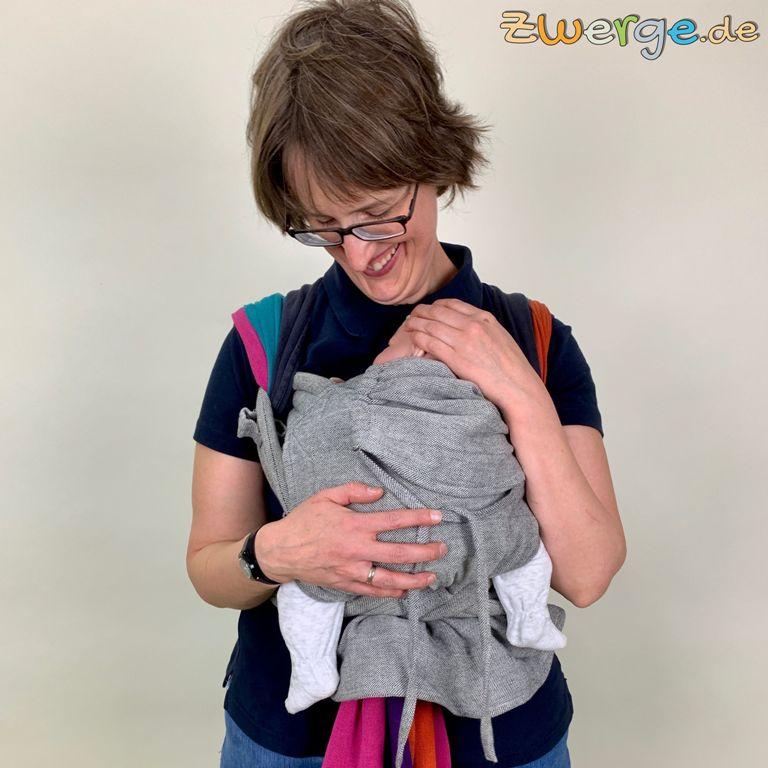 Zwillinge tragen mit Tuch und Babytrage